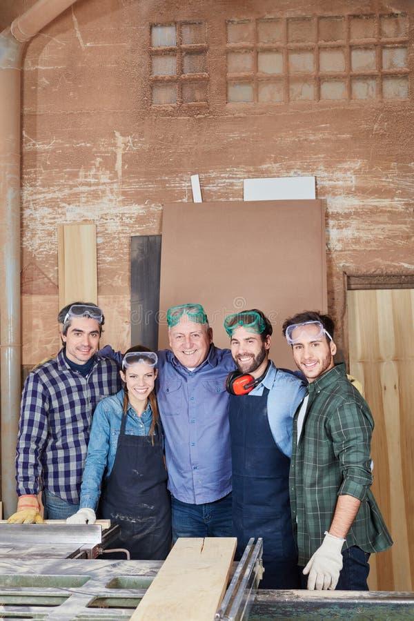Команда на мастерской плотничества стоковое фото rf
