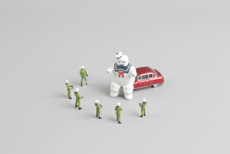 Команда полиции СВАТ вокруг призрака стоковые изображения