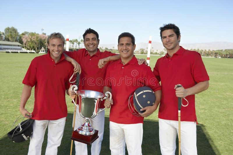 Команда поло с трофеем стоковое изображение rf