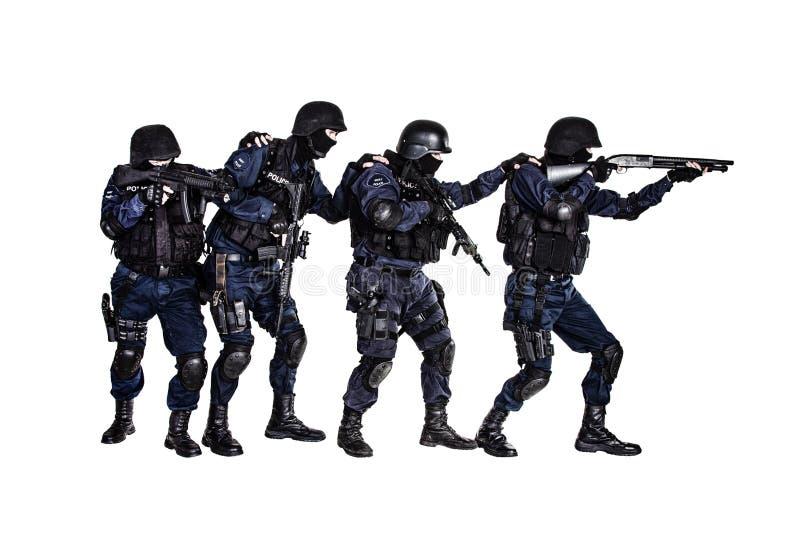 Команда СВАТ в действии стоковое изображение
