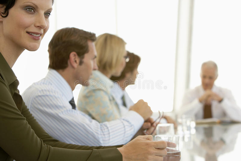 Коммерсантка в конференц-зале стоковое изображение rf