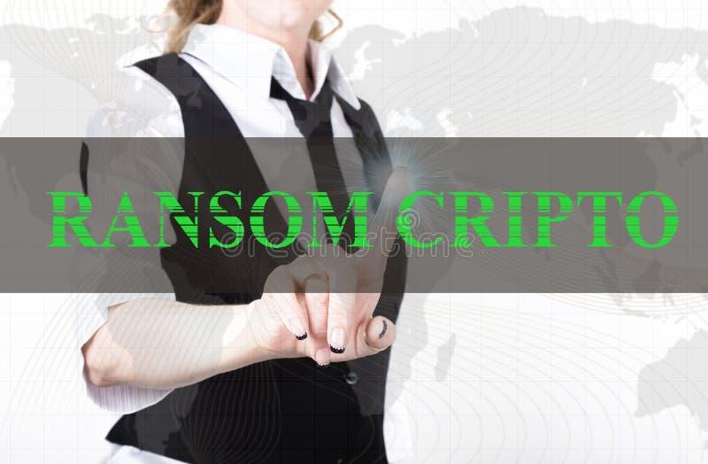 Коммерсантка в куртке и связи отжимая кнопку cripto выкупа виртуального экрана обмен и продукция секретного стоковые изображения rf