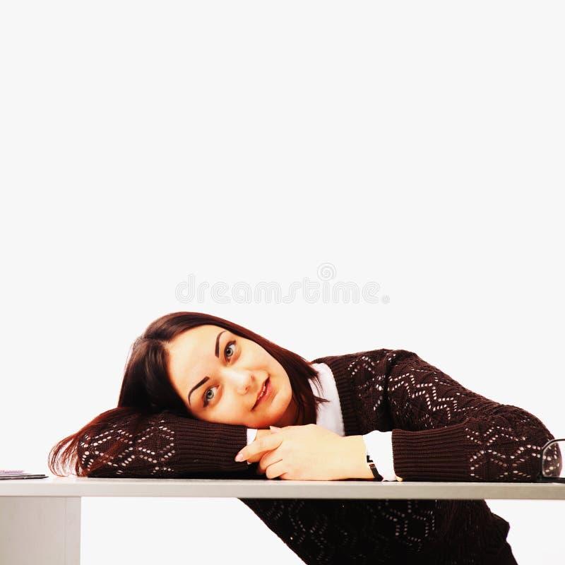 Коммерсантка в проблемах Одна работа в офисе с много стоковые фотографии rf