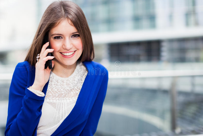 Download Коммерсантка говоря на телефоне Стоковое Изображение - изображение насчитывающей передвижно, девушка: 37929229