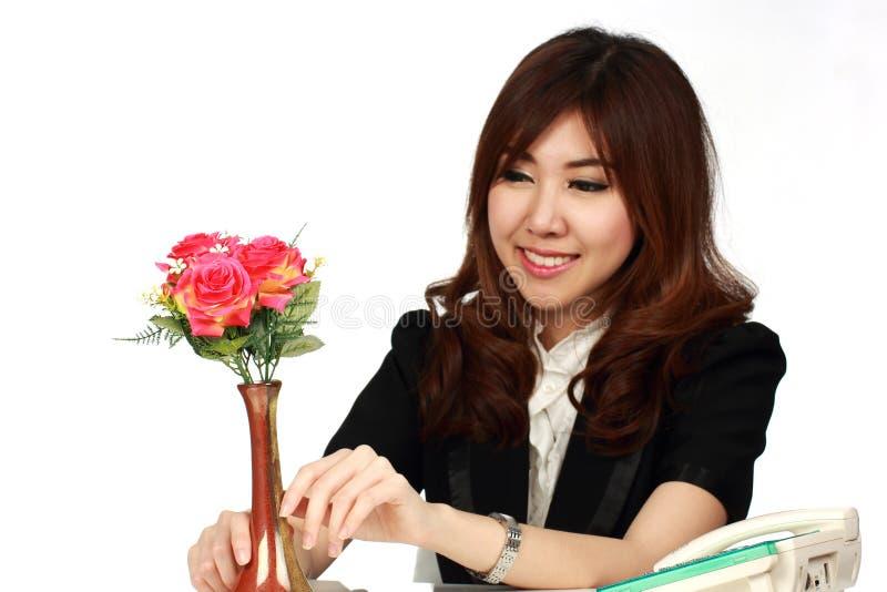 Коммерсантка и цветок стоковое изображение
