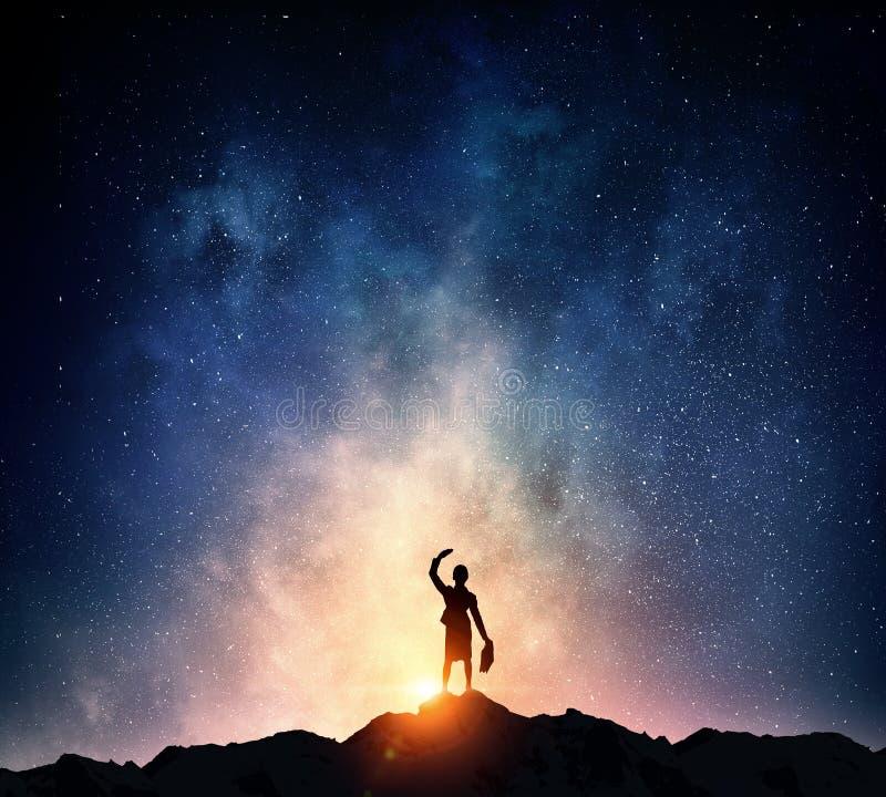 Download Коммерсантка против звёздного неба Мультимедиа Стоковое Фото - изображение насчитывающей волшебство, силуэт: 81807938