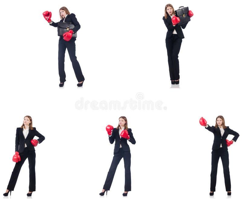 Коммерсантка с перчатками бокса изолированными на белизне стоковые изображения rf