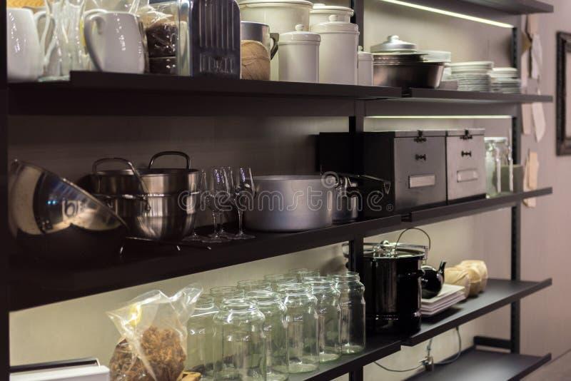 Коммерчески полка кухни стоковое изображение