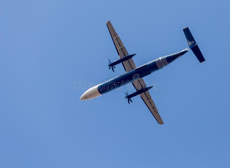 Коммерчески реактивные самолеты в голубом небе Фюзеляж самолета Авиация и транспорт стоковое изображение