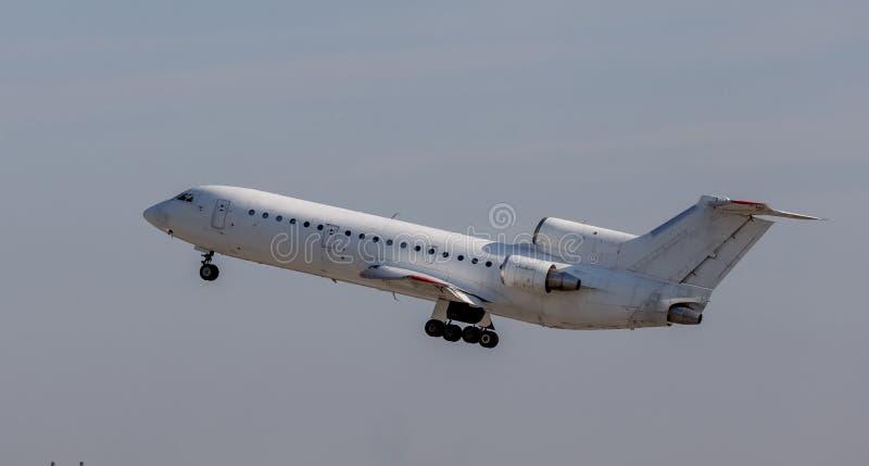 Коммерчески реактивные самолеты в небе Фюзеляж самолета Авиация и транспорт стоковая фотография rf