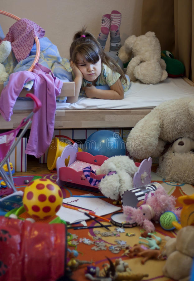 комната девушки грязная несчастная стоковые изображения rf