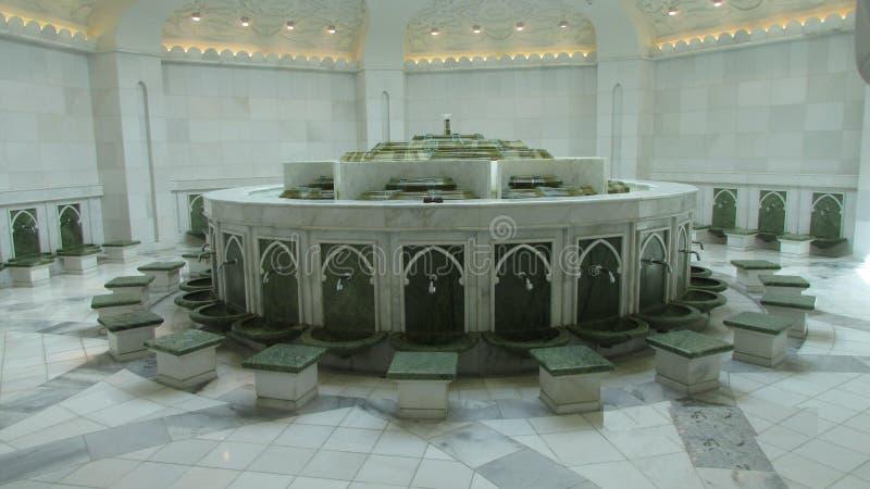 Комната для омовения перед namaz Большая мечеть, Абу-Даби, Объениненные Арабские Эмираты стоковые фото