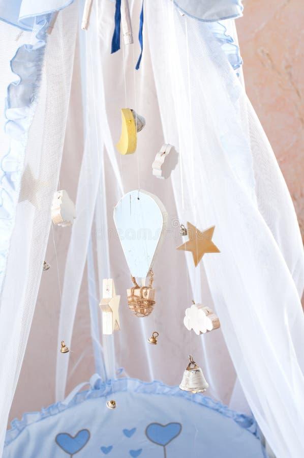 комната детей s Кроватка младенца стоковое изображение