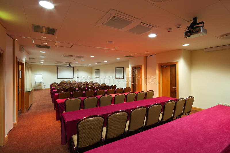 Download комната интерьера конференции Стоковое Изображение - изображение насчитывающей бело, пусто: 18381595