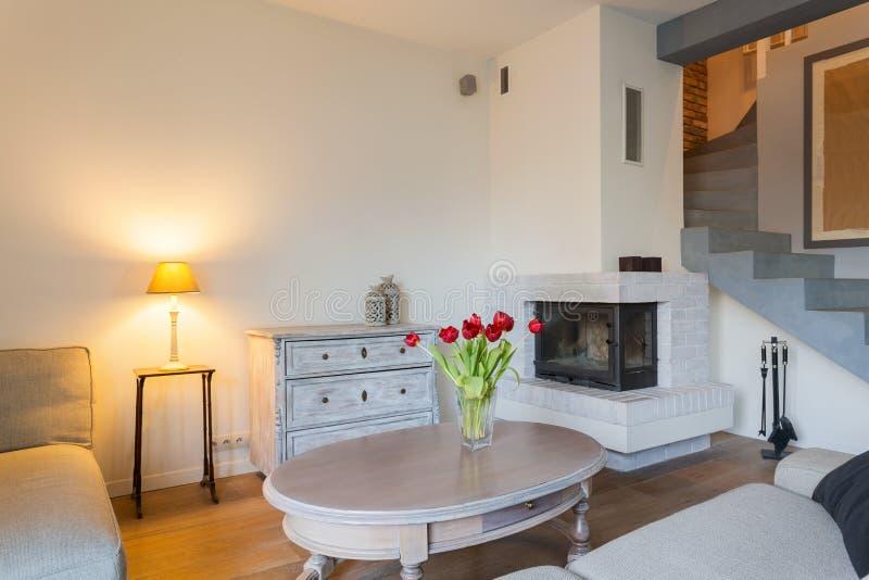 Комната красоты уютная живущая стоковое изображение rf