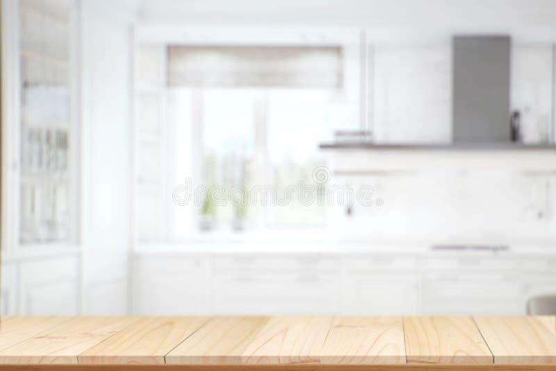 Комната кухни внутренняя с пустой деревянной таблицей стоковые изображения rf