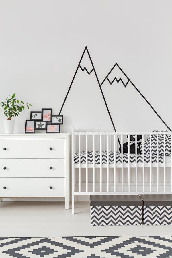 Комната младенца с отделкой стен стоковая фотография rf