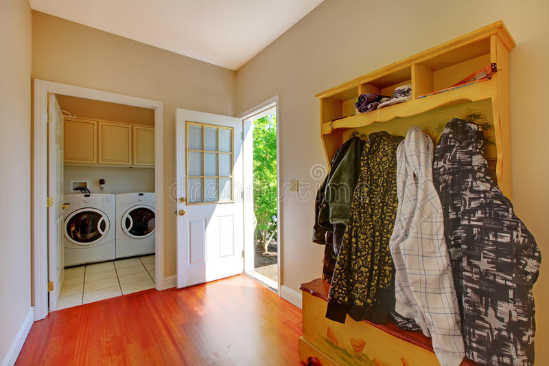 Комната прачечного с комнатой грязи. стоковые фотографии rf