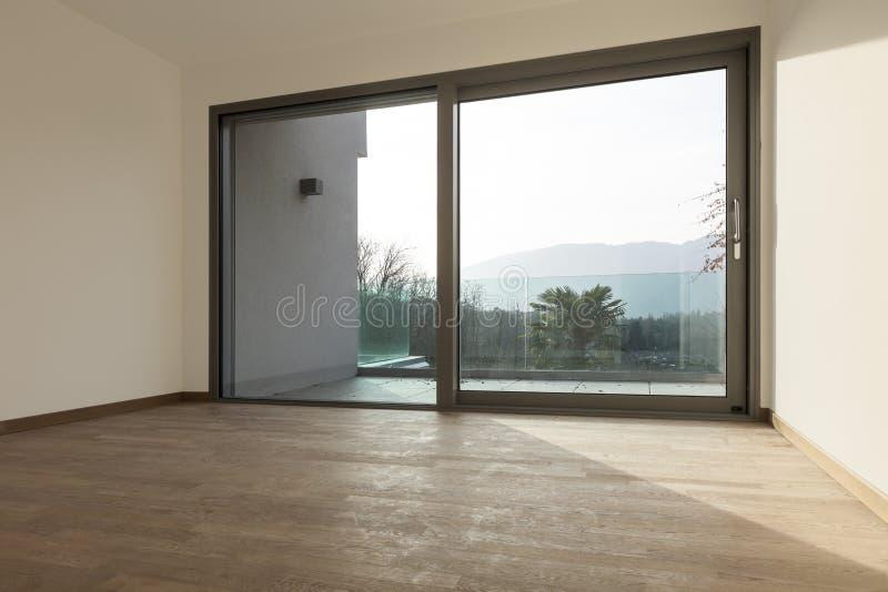 Комната с большим окном стоковое изображение