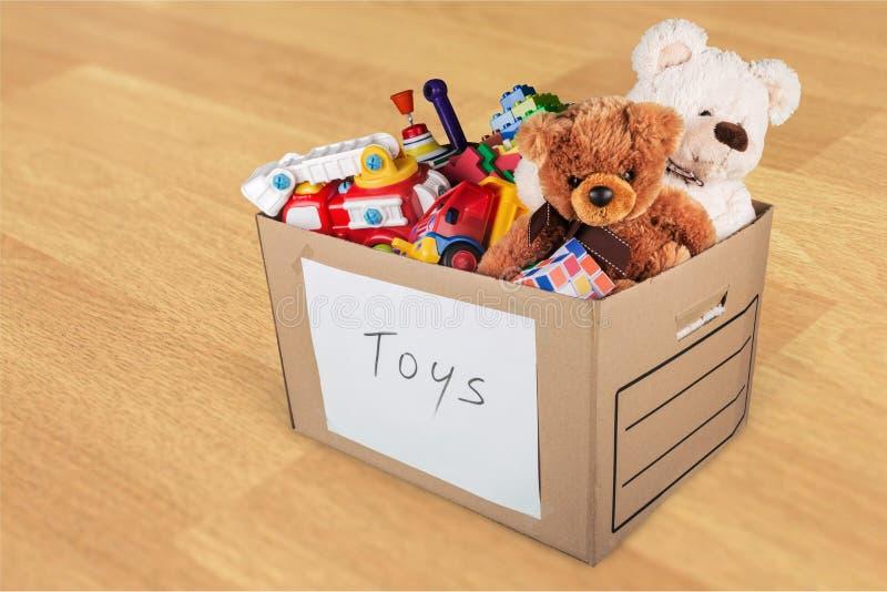 Комната с мебелью и игрушками в коробке стоковое фото