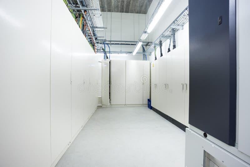 Комната с электрическими коробками стоковая фотография rf