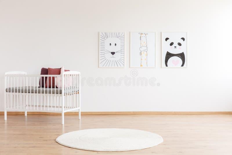 Комната ` s ребенк с животными плакатами стоковые изображения