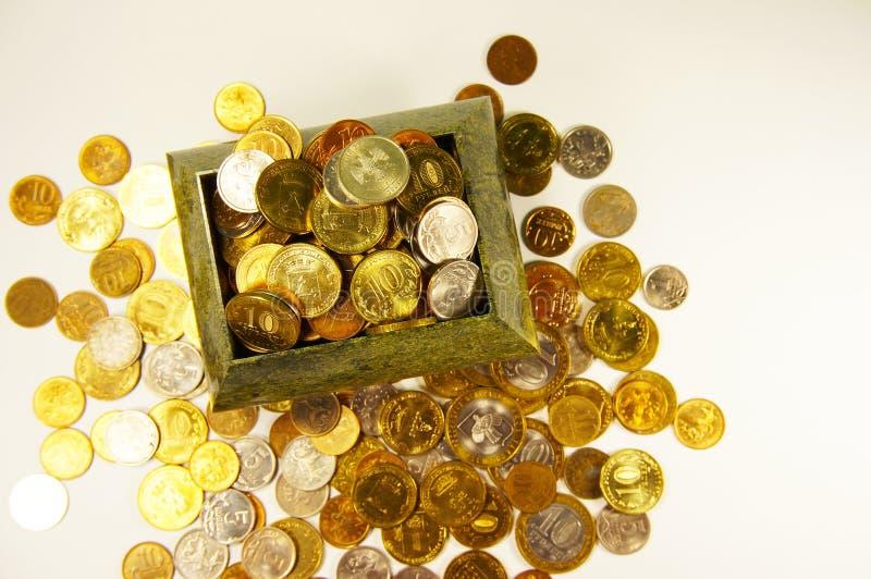 Комод с рублем монеток стоковая фотография
