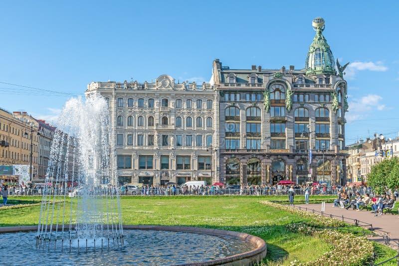 Компания Zinger дома на перспективе Nevsky стоковые фотографии rf