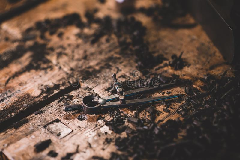 Компас металла, более luthier инструменты стоковое изображение rf