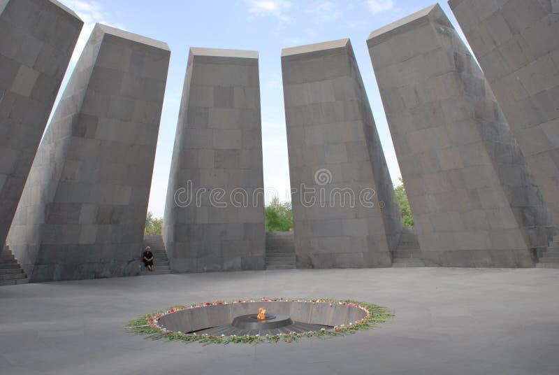 Комплекс армянского геноцида мемориальный на холме Tsitsernakaberd в Ереване, Армении стоковые фотографии rf