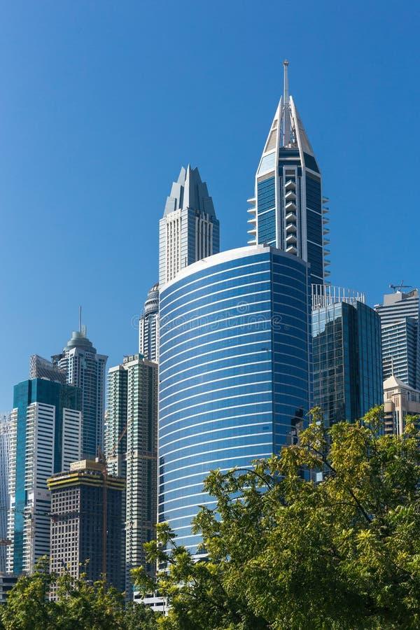 Комплекс современных зданий в Дубай ОАЭ стоковые изображения