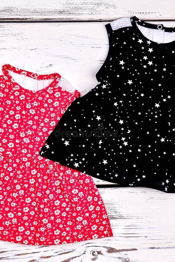 Комплект верхних частей лета для девушки малыша стоковая фотография