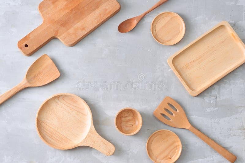Комплект деревянного kitchenware на таблице стоковая фотография rf