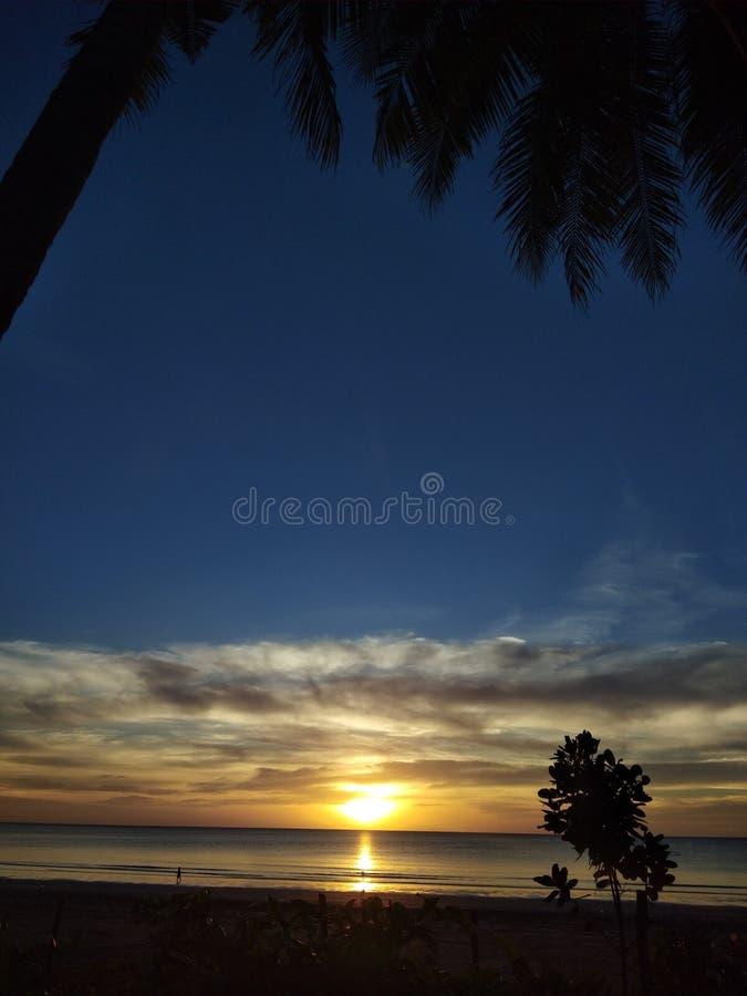 Комплект захода солнца, который нужно поднимать снова завтра стоковое фото rf
