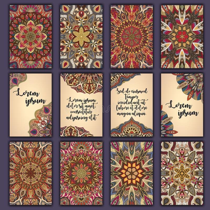 Комплект карточки с флористической декоративной предпосылкой элементов мандалы Азиатские индийские восточные богато украшенные зн иллюстрация вектора