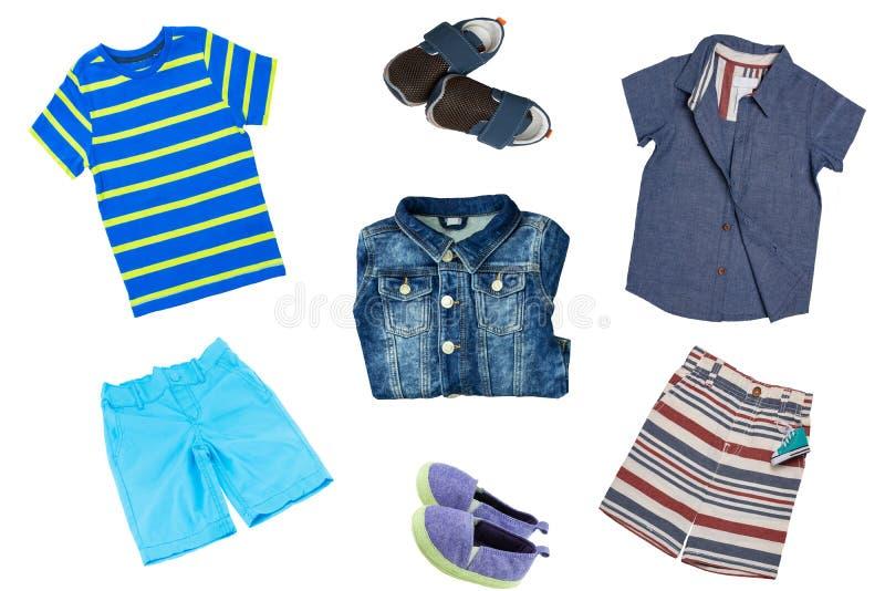 Комплект коллажа одежд детей Джинсы куртка джинсовой ткани, ботинки джинсовой ткани, рубашки и 2 коротких брюк для мальчика ребен стоковая фотография rf