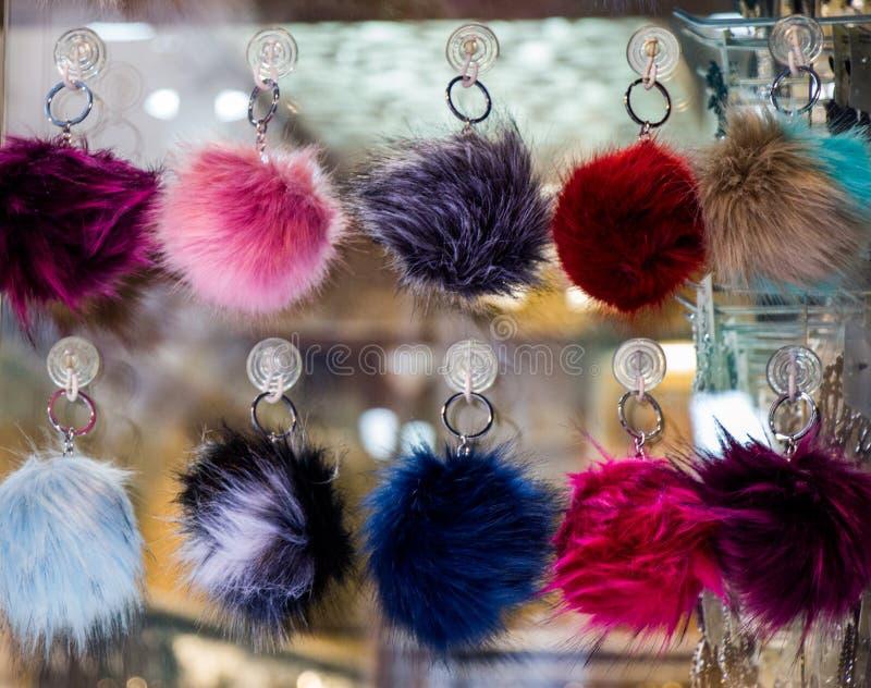 Комплект красочных pompoms в базаре стоковая фотография rf