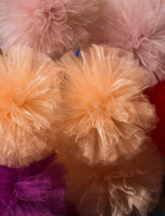 Комплект красочных pompoms в базаре стоковые фото