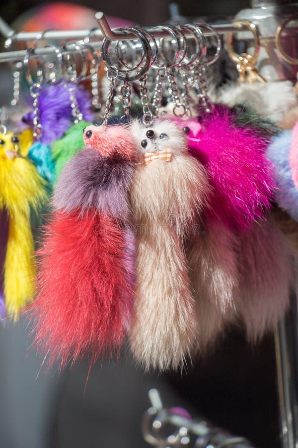 Комплект красочных pompoms в базаре стоковое фото