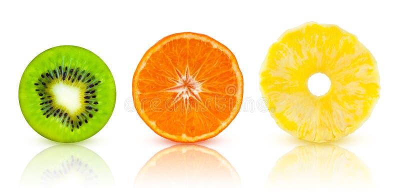 Комплект плодоовощи половин тропические: киви, мандарин, ананас стоковое фото