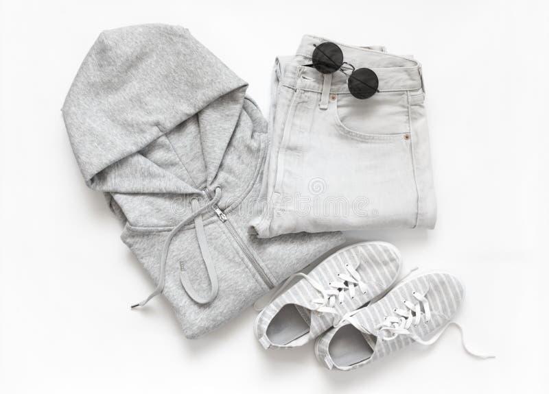 Комплект серых вскользь одежд и аксессуаров стоковые изображения rf