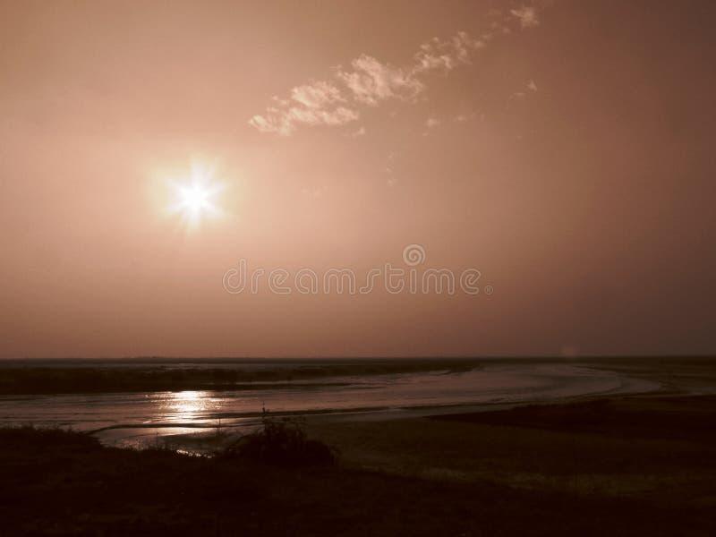 Комплект Солнця, греет на солнце самостоятельно стоковая фотография rf