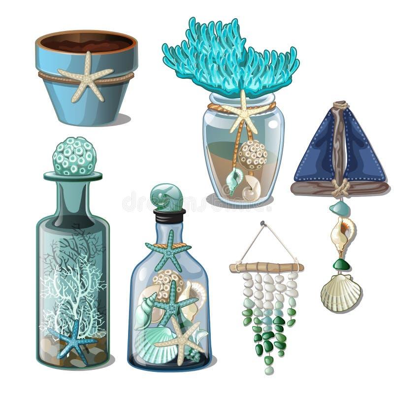 Комплект стеклянных бутылок и элементов интерьера seashells изолированных на белой предпосылке Конец-вверх шаржа вектора бесплатная иллюстрация