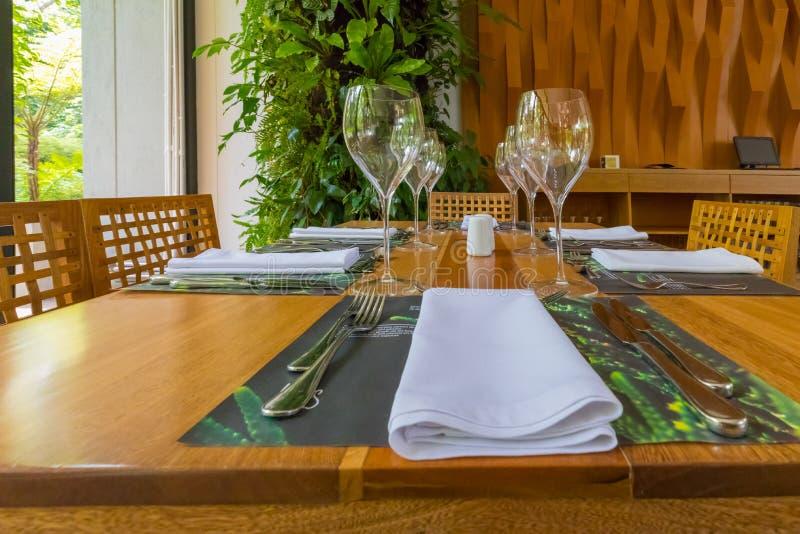 Комплект таблицы ресторана стоковые фотографии rf