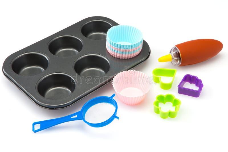 Комплект хлебопекарни и кухни оборудует пирожное на белой предпосылке стоковое изображение