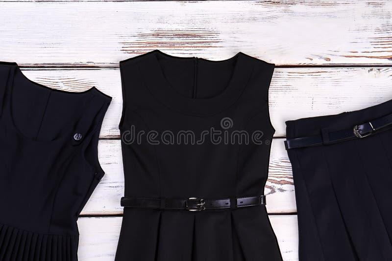 Комплект черной одежды для девушек школы стоковая фотография