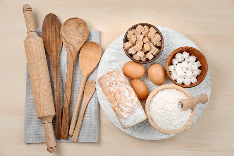 Комплект kitchenware и продуктов стоковые фото