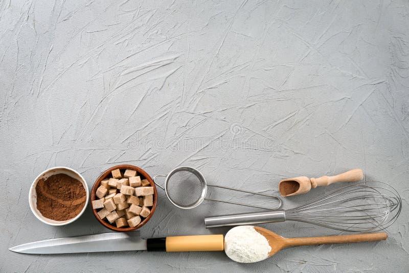 Комплект kitchenware и продуктов стоковые фотографии rf