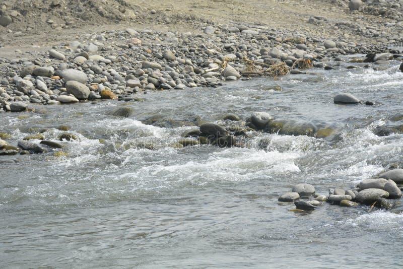 Компоситы Сан и гравия на русле реки Mal, Matanao, Davao del Sur, Филиппинах стоковое фото rf