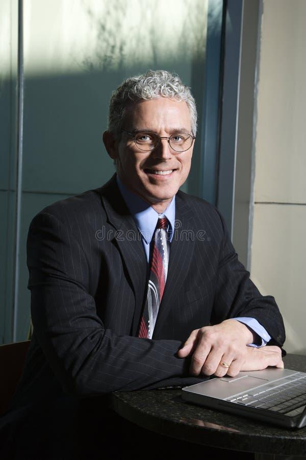 компьтер-книжка бизнесмена стоковое фото rf